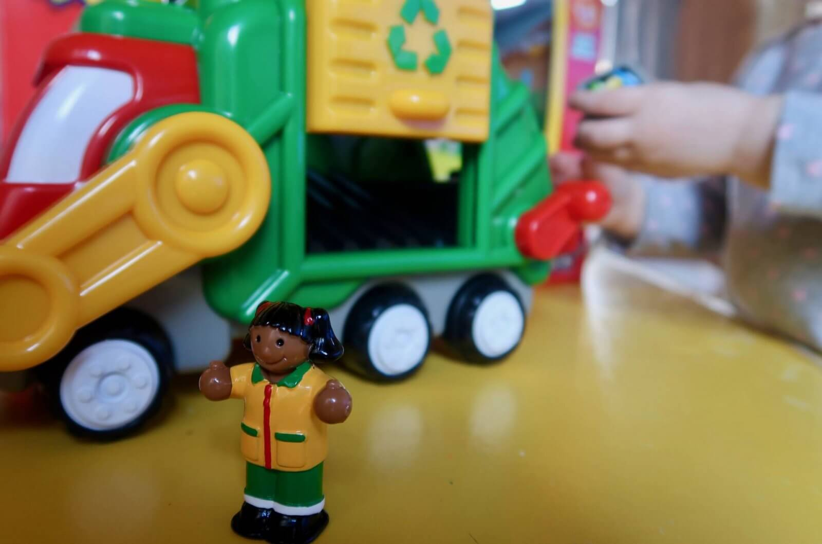 flip 'n' tip fred recycling truck wow toys review female figure