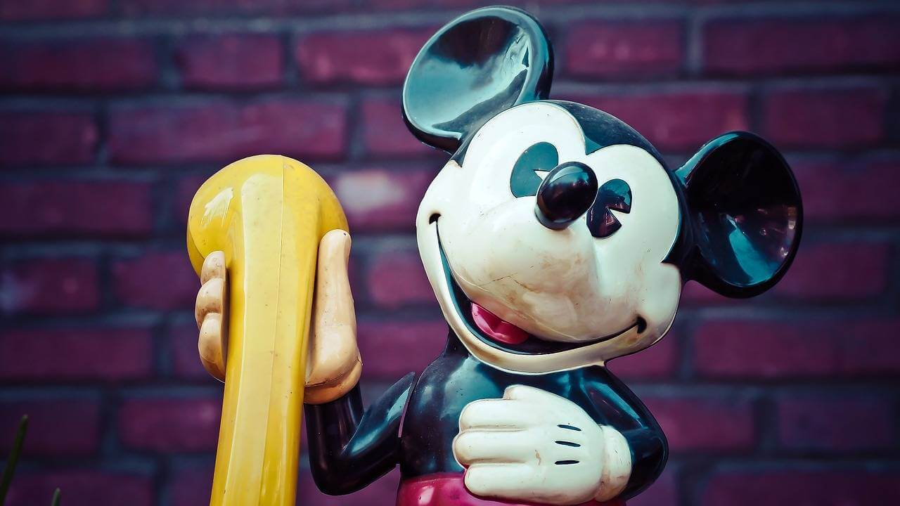 mickey statute mum loves disney