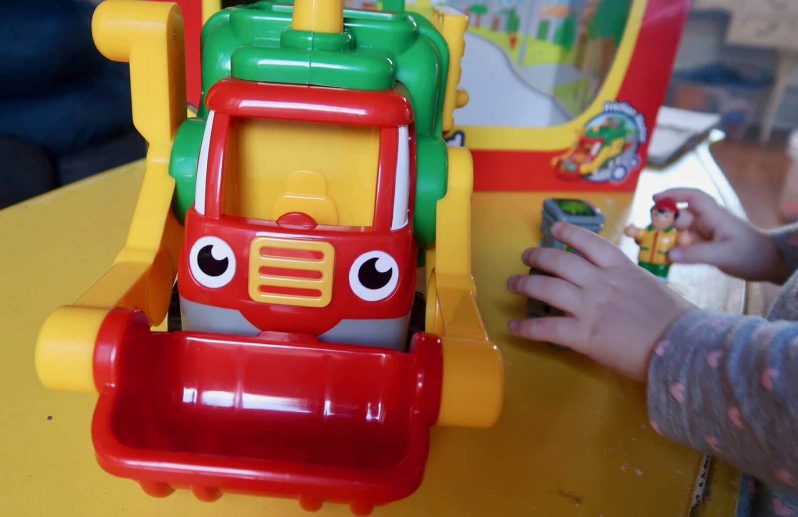 flip 'n' tip fred recycling truck wow toys review front