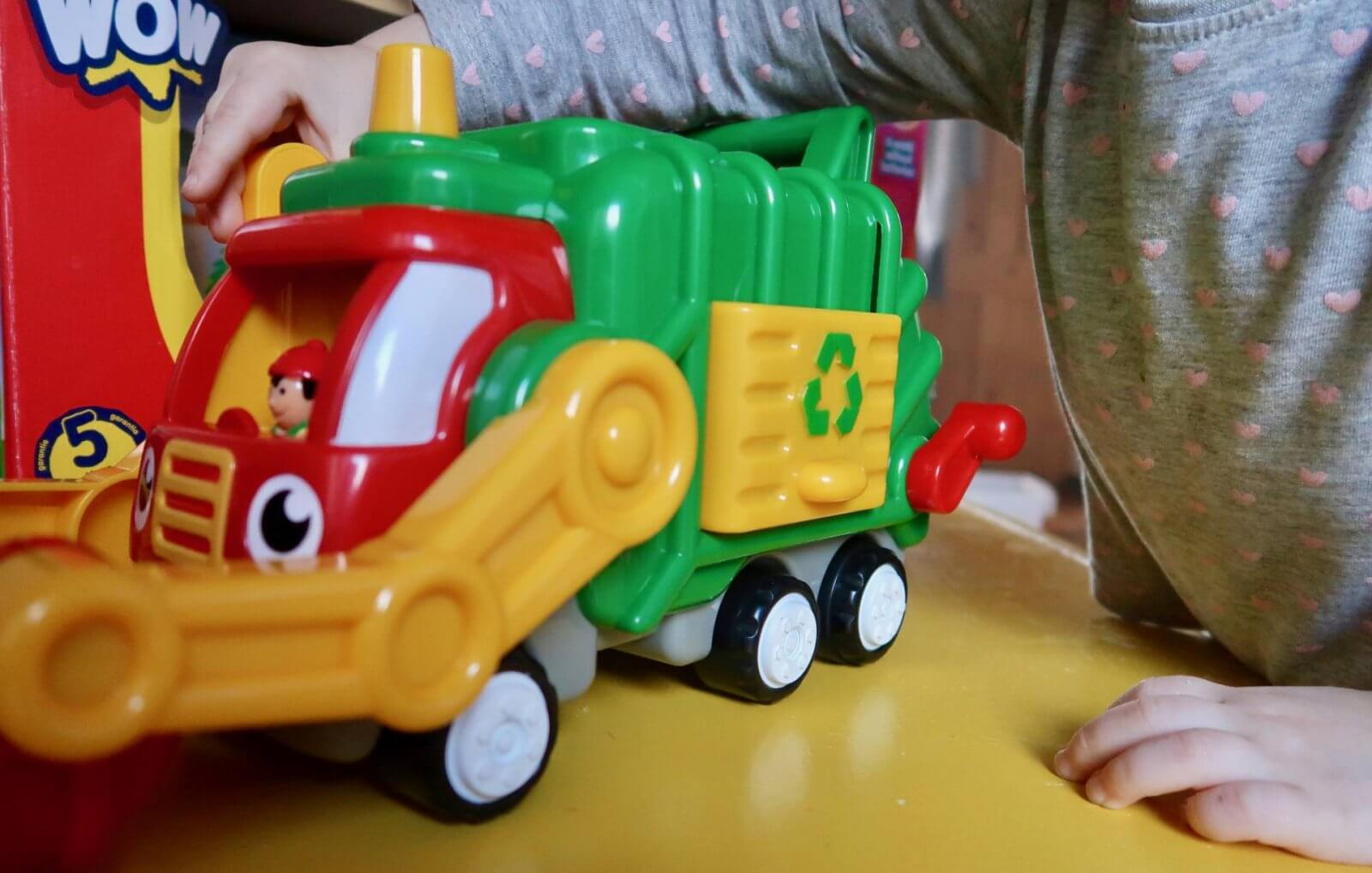 flip 'n' tip fred recycling truck wow toys review side view