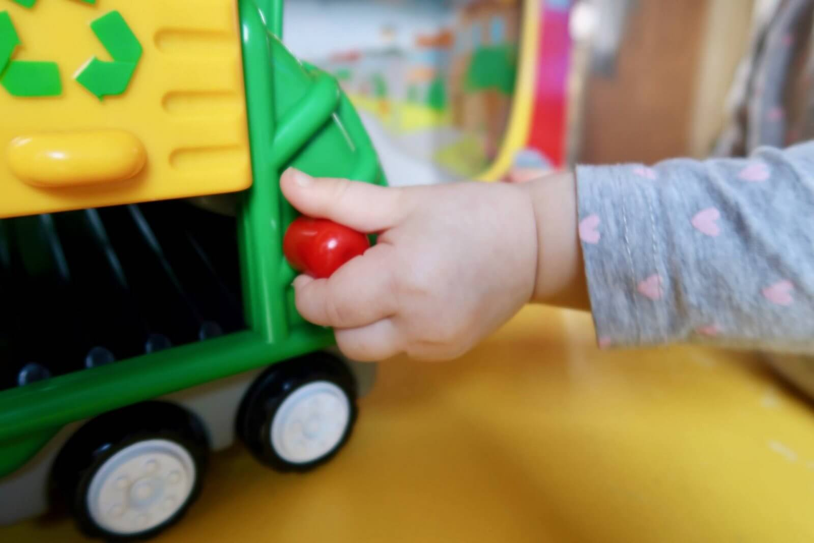 flip 'n' tip fred recycling truck wow toys review back lever